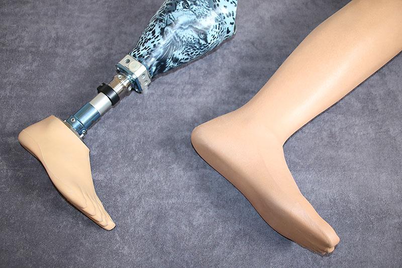 Unterschenkel-Prothese mit Schaft-Design und Kosmetik
